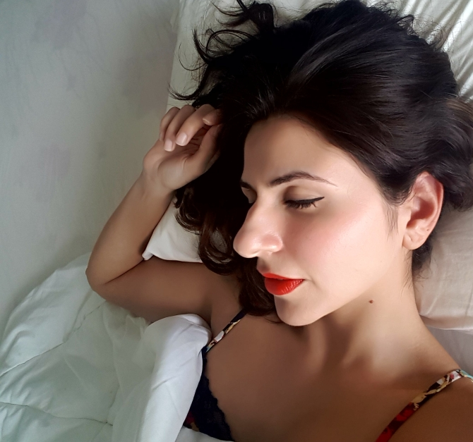 Never sleep in makeup, what happens when you sleep with makeup, Beauty Button, The Beauty Wonderland, Delara Lalwani