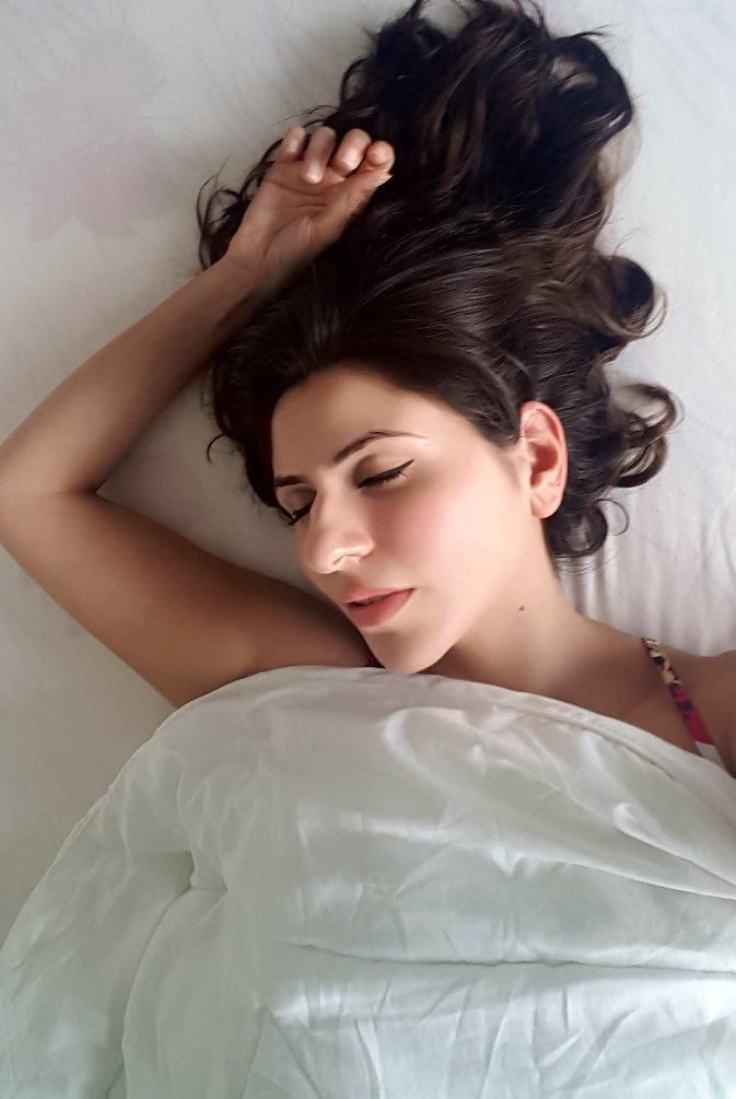 Sleeping in makeup, things that happen to your skin when you sleep in makeup, never go to bed with makeup, Beauty Button, The Beauty Wonderland, Delara Lalwani, eyeliner